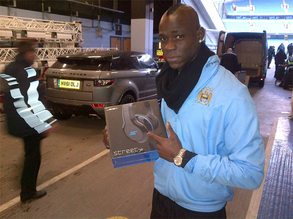 Mario Balotelli with Street by 50 headphones