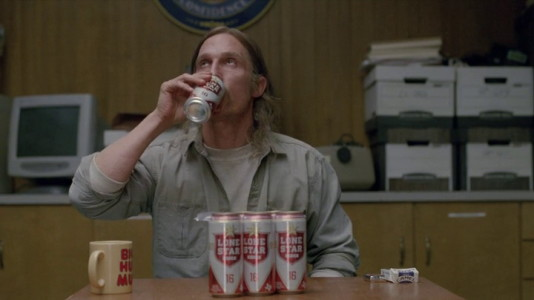 Lone Star beer in True Detective (2014, HBO, screen capture)