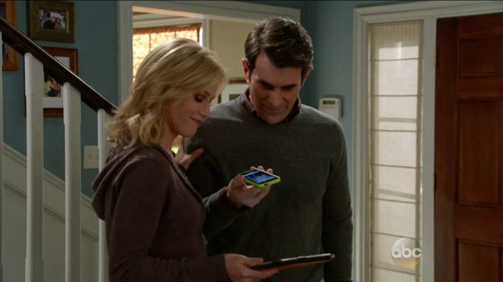 Apple in Modern Family (2014, ABC, screen capture)