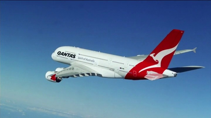 Qantas in Modern Family (2014, ABC, screen capture)