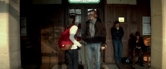 Herschel backpack in 30 Days to Kill (2014, EuropaCorp, screen capture)