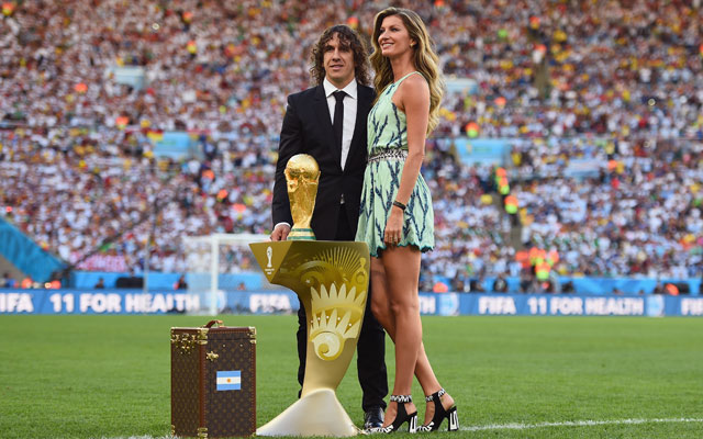 Gisele Bundchen and Carles Puyol with Louis Vuitton trophy case