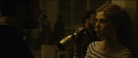Leffe in Gone Girl (2014, 20th Century Fox, screen capture)