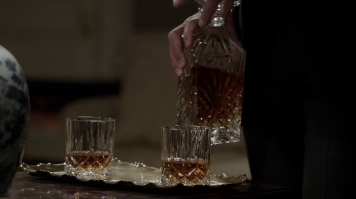 Old Pulteney in Scandal (2014, ABC, screen capture)