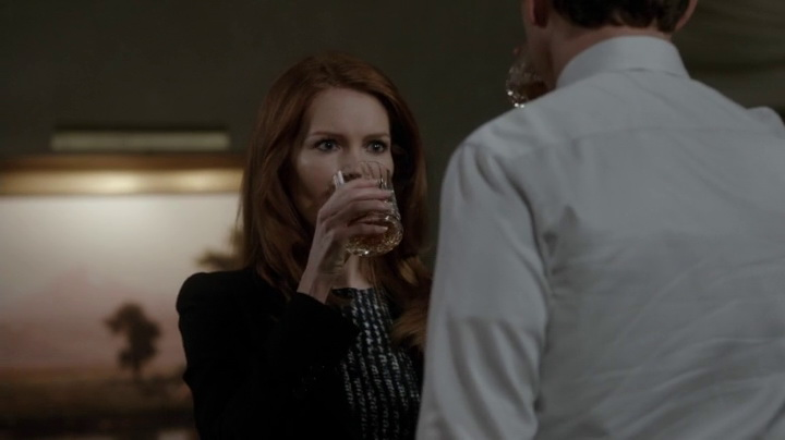 Abby and Fitz drinking scotch in Scandal (2014, ABC, screen capture)
