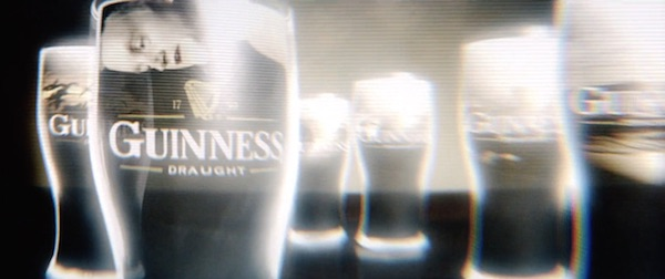 Guinness personalized ads in Minority Report (2002, 20th Century Fox, screen capture)