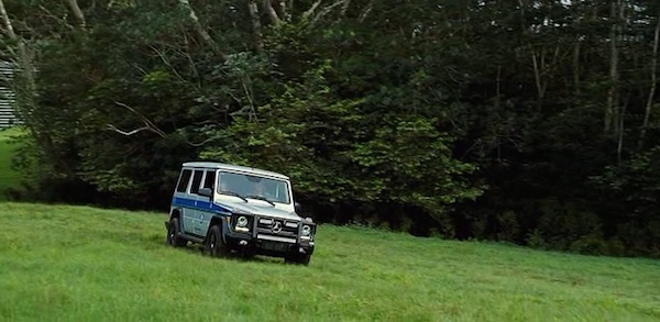 Mercedes Benz in Jurassic World (2015, Universal, screen capture)