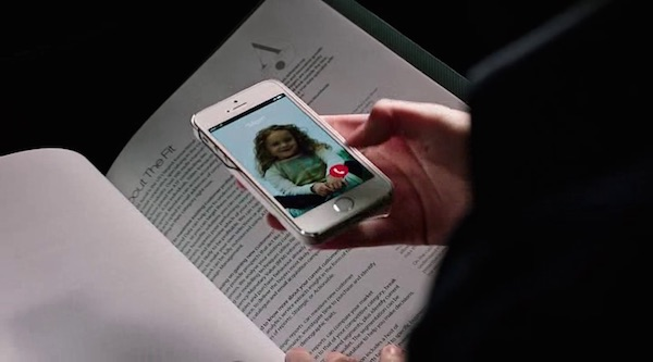 iPhone's product placement in The Intern (2015, Warner Bros., screen capture)